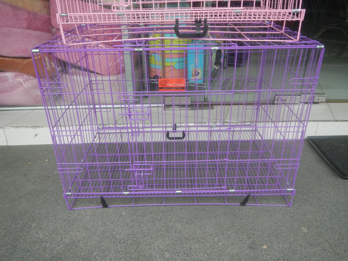 The safety of the dog is of key importance. The crate should not have spaces or openings where its paws could get stuck, either at the top, bottom or on the sides.