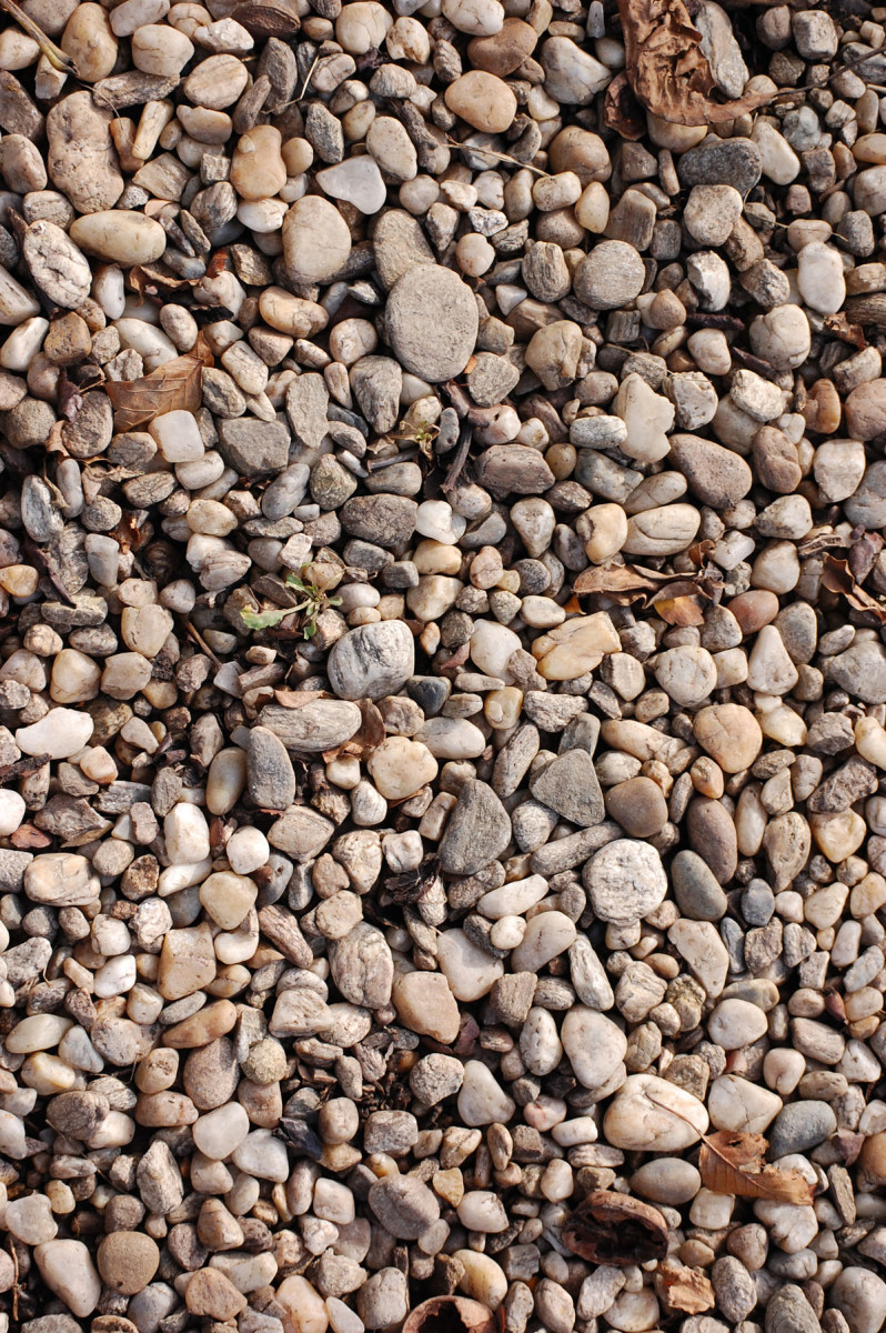 There are many sort of gravels, this gravel here might not be ideal to use in mixing your concrete, as the best gravel would be between  5 mm an 20 mm , but this is a nice clear photo to show what is meant