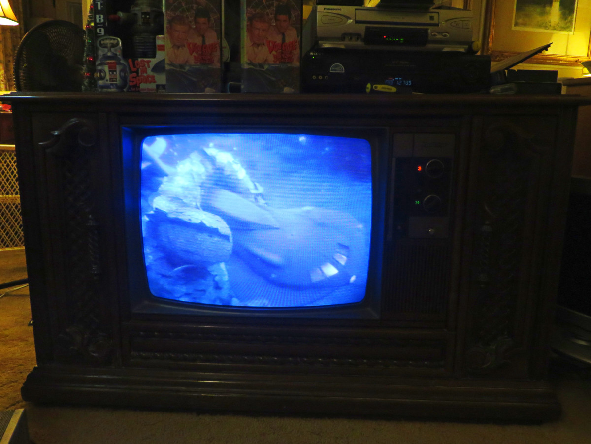 A Giant Manfish attacking the Seaview, Played on the Quasar Color TV Model WL9439SP. Dr. Borgman from implanting human DNA into marine animals to create a new type of undersea creature.