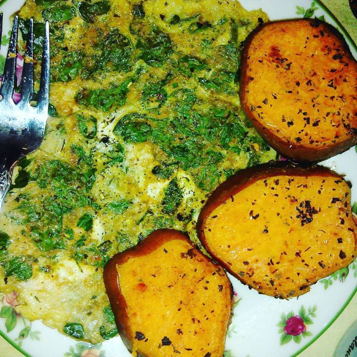 We are always trying out new ways of using Moringa leaves as well as the powder.  This was breakfast this morning (September 4th, 2017)