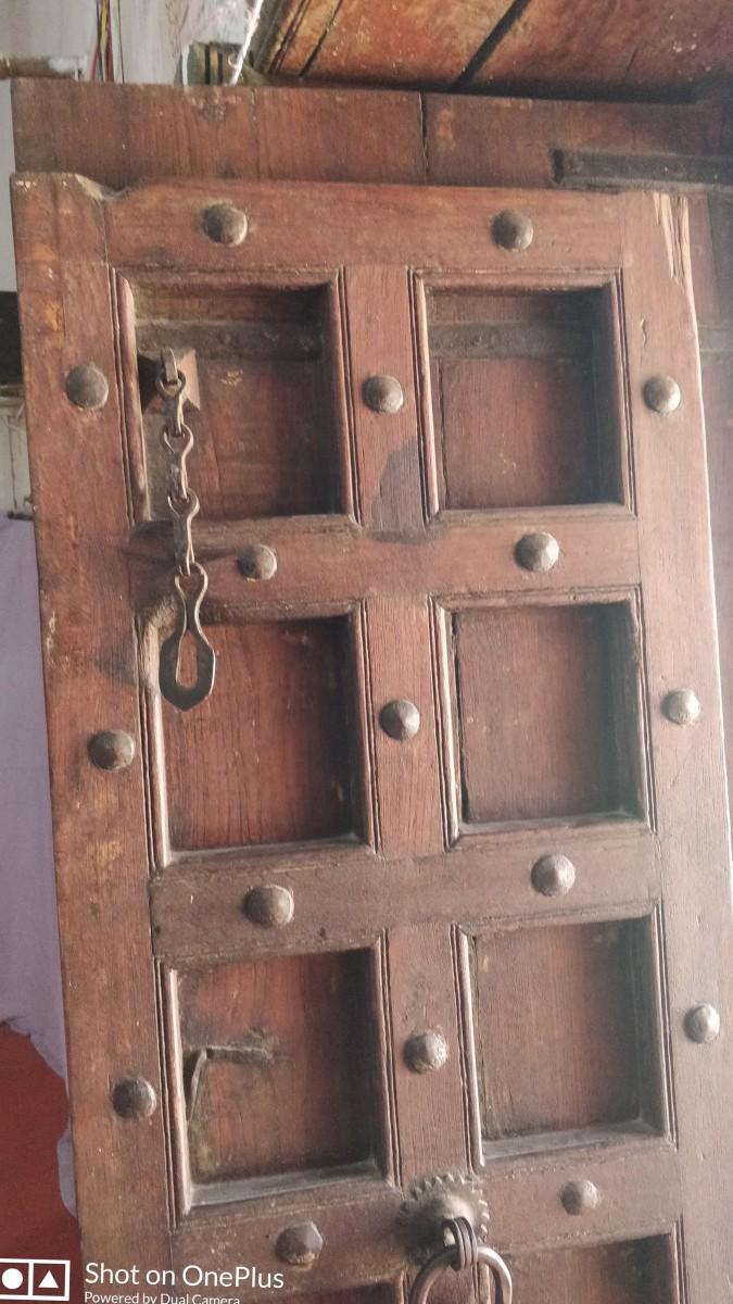 Heavy wooden door; Gurudwara Pehle Patshai