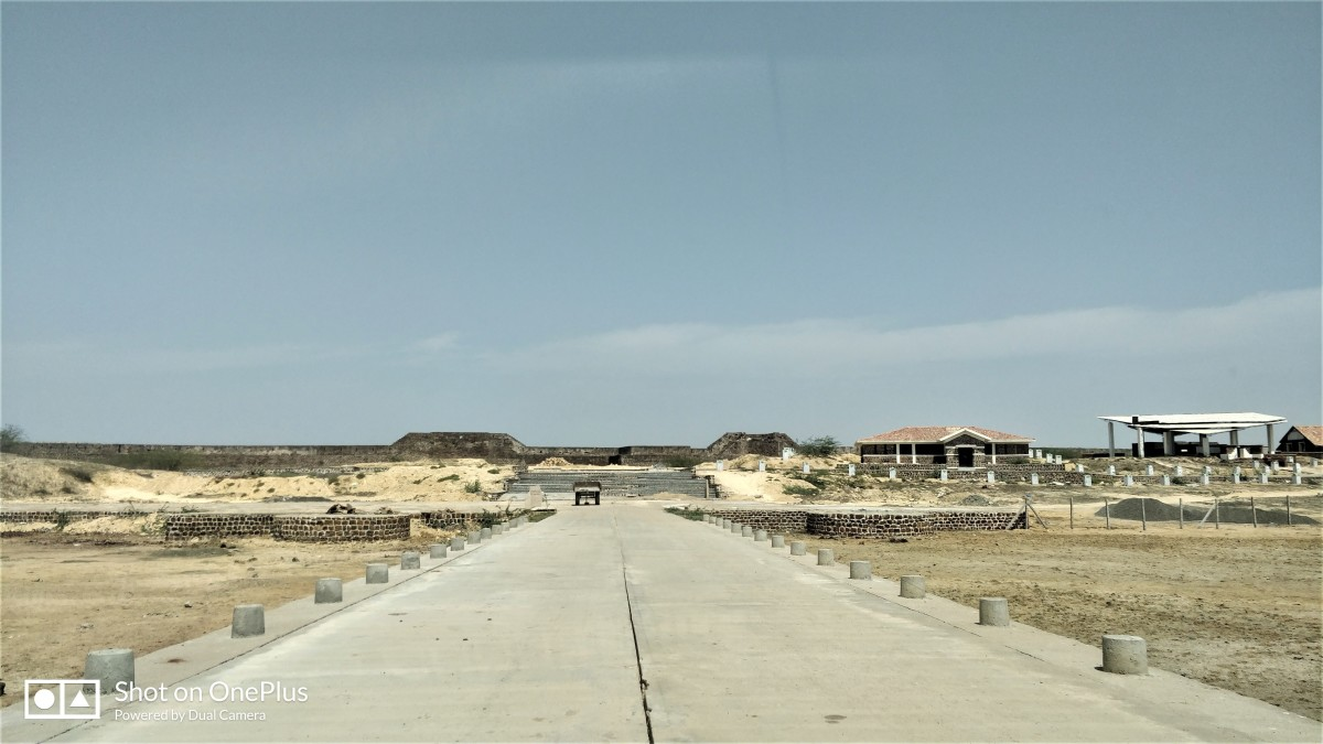 Lakhpat, an almost deserted town