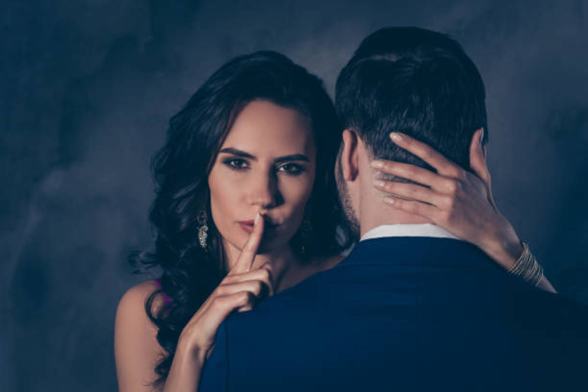 tale-signs-of-a-cheating-partner