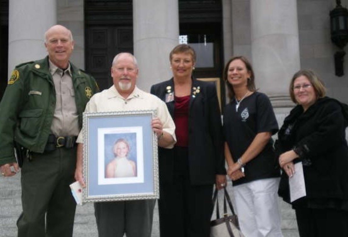 Snohomish County Sheriff Rick Bart, Bill Burkheimer, along with advocates Jenny Wieland, Karen Leppard, and Holly Diaz. Photo courtesy of Friends Don't Let Friends Die.