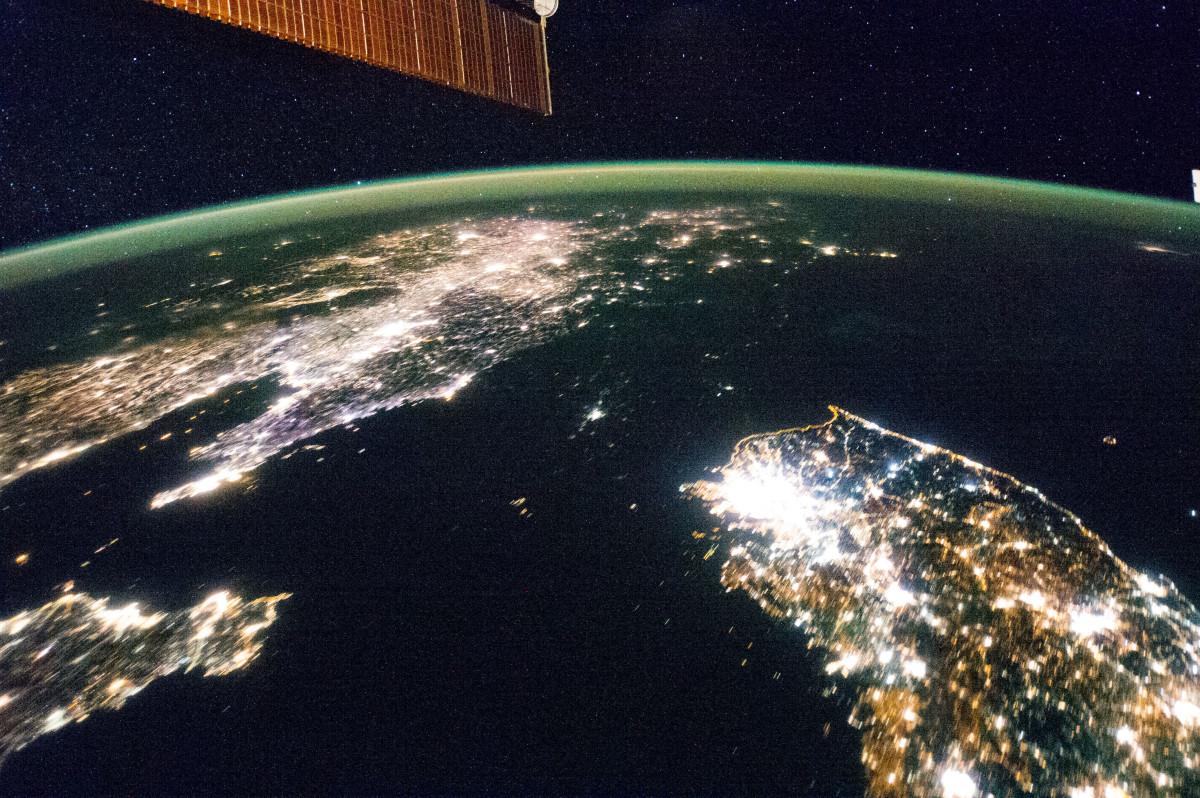 North Korea, the darkness between the light