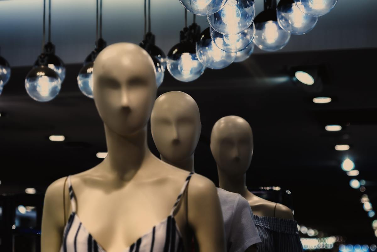 Mannequins are not living entities, but this tale makes us wonder about these humanlike objects.