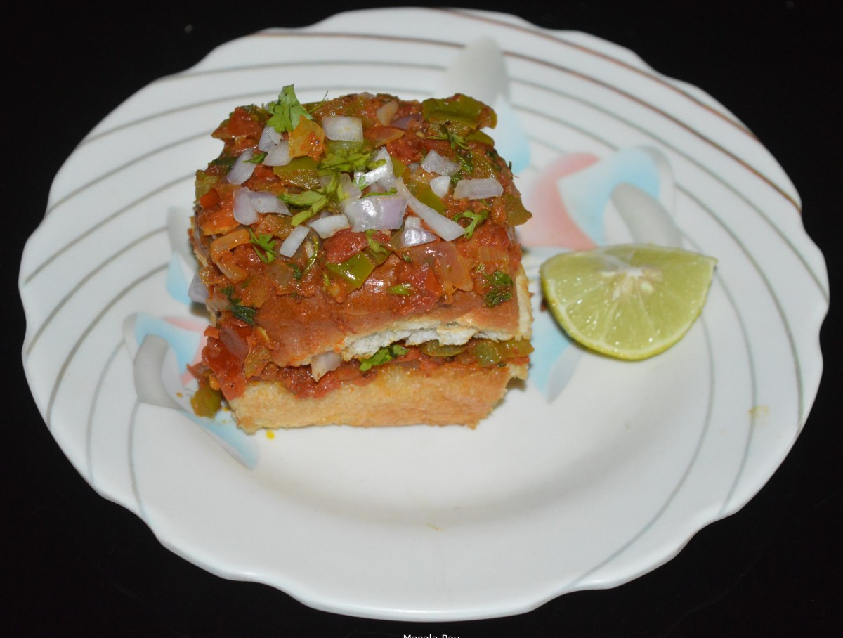 Serve masala pav hot with 1 or 2 lemon wedges. Eat while sprinkling a few drops of lemon juice on the garnishes. Enjoy this masala pav as an evening snack, teatime snack, or party appetizer.
