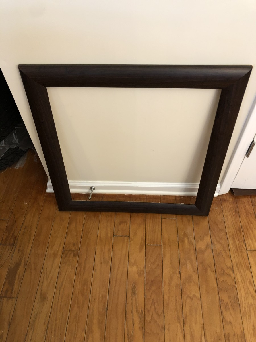 Here's the frame of the art in question. This is cheap, cheap plastic with a wood look that wouldn't fool a five-year-old.