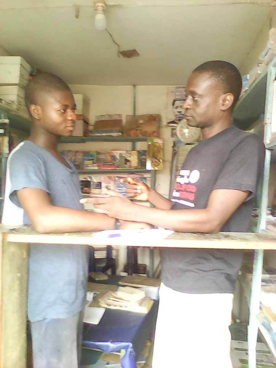 Olusegun discussing with Tope...