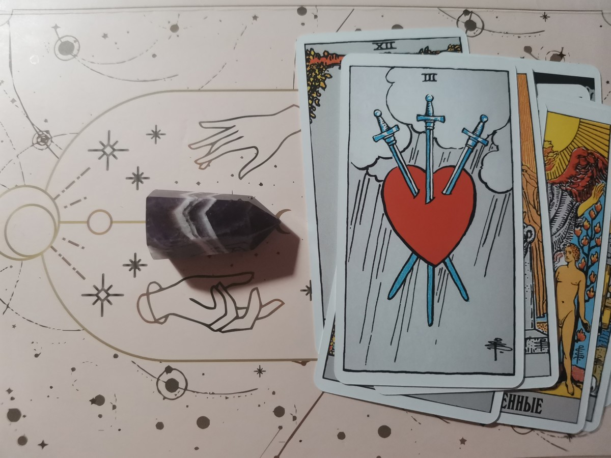 unusual-ways-to-use-your-tarot-deck