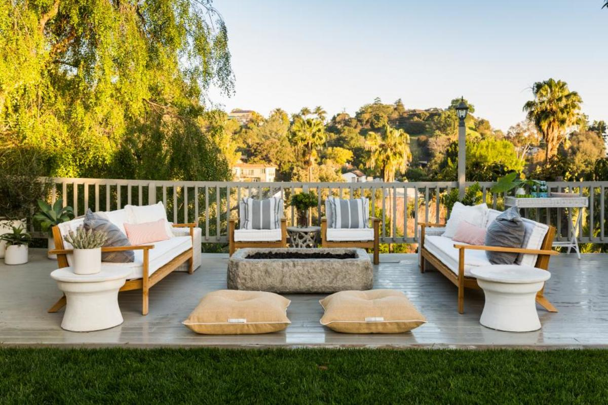 Outside floor pillows and cushions: inspirations that and comfort.