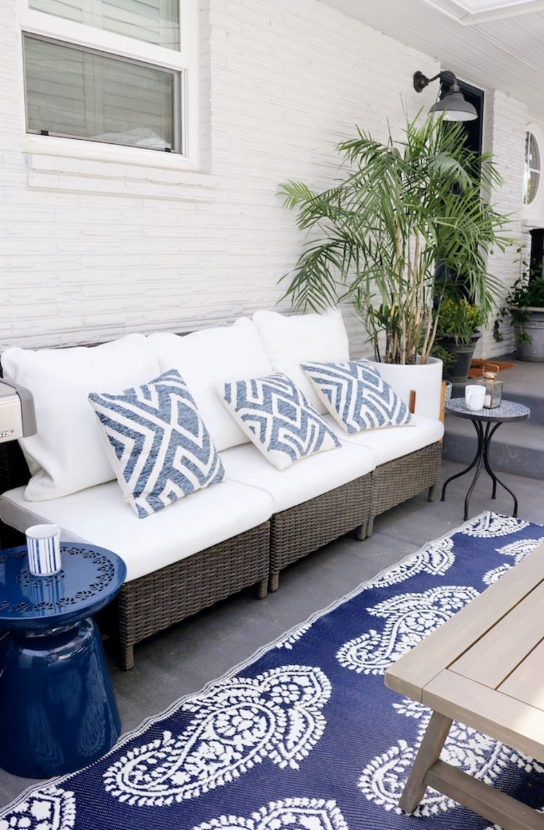 How to make a chic, outdoor pillows and the cushion covers.