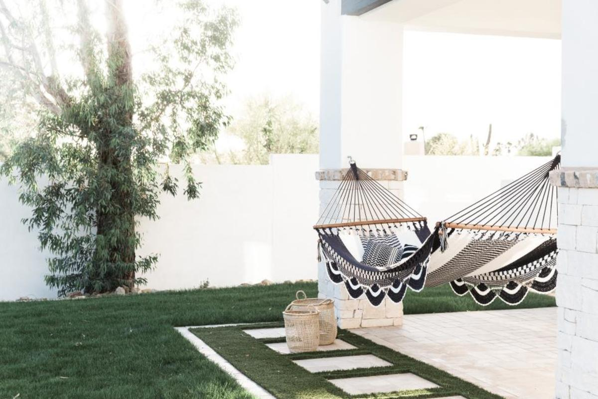 Outdoor hammock black and white is the beautiful idea!