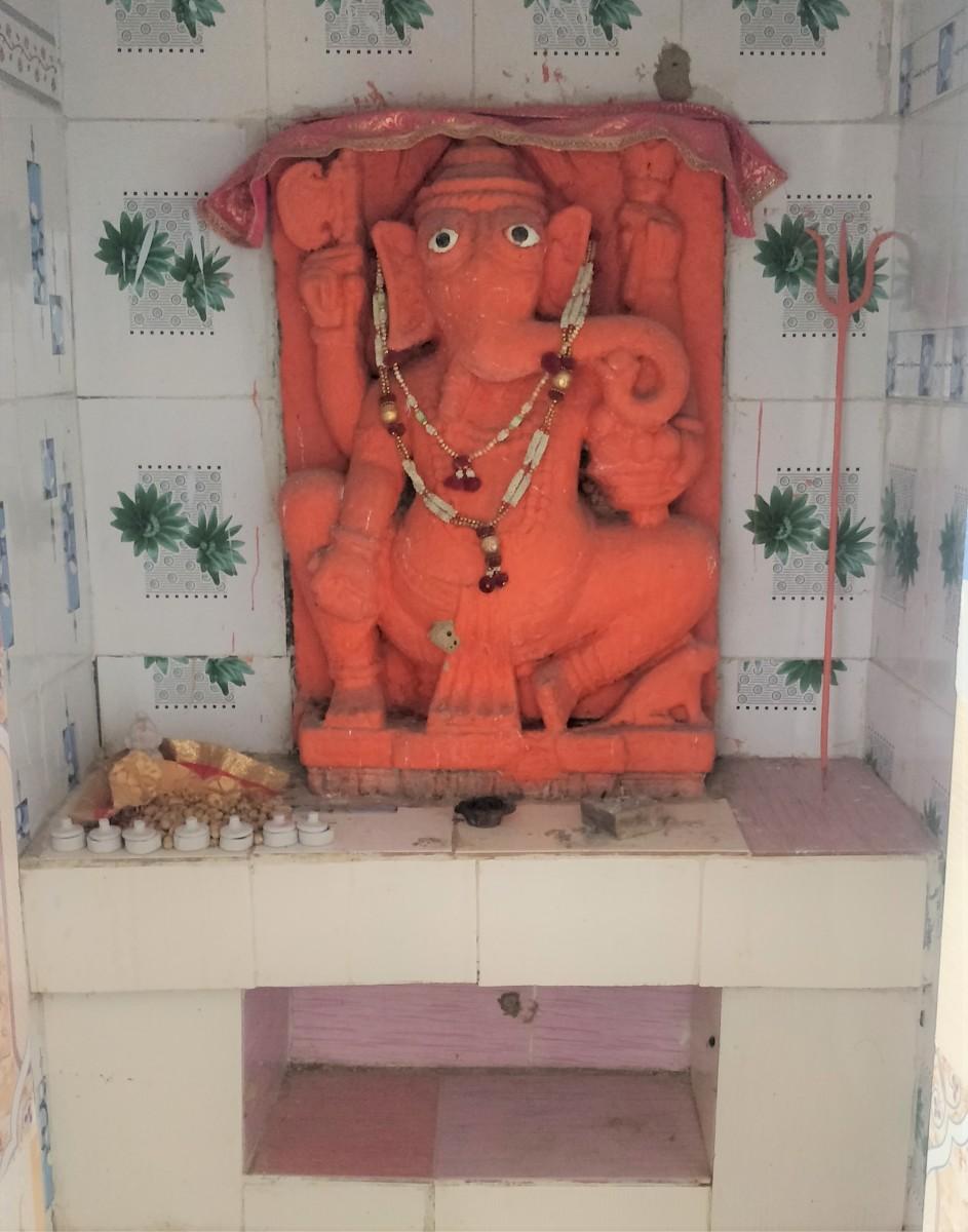 Idol of Lord Ganesha; Hatakeswar temple, Lakhpat