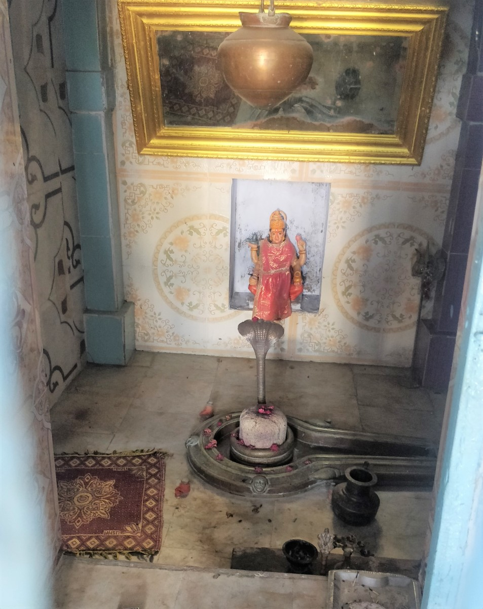 Shivalingam; Hatakeswar temple; Lakhpat