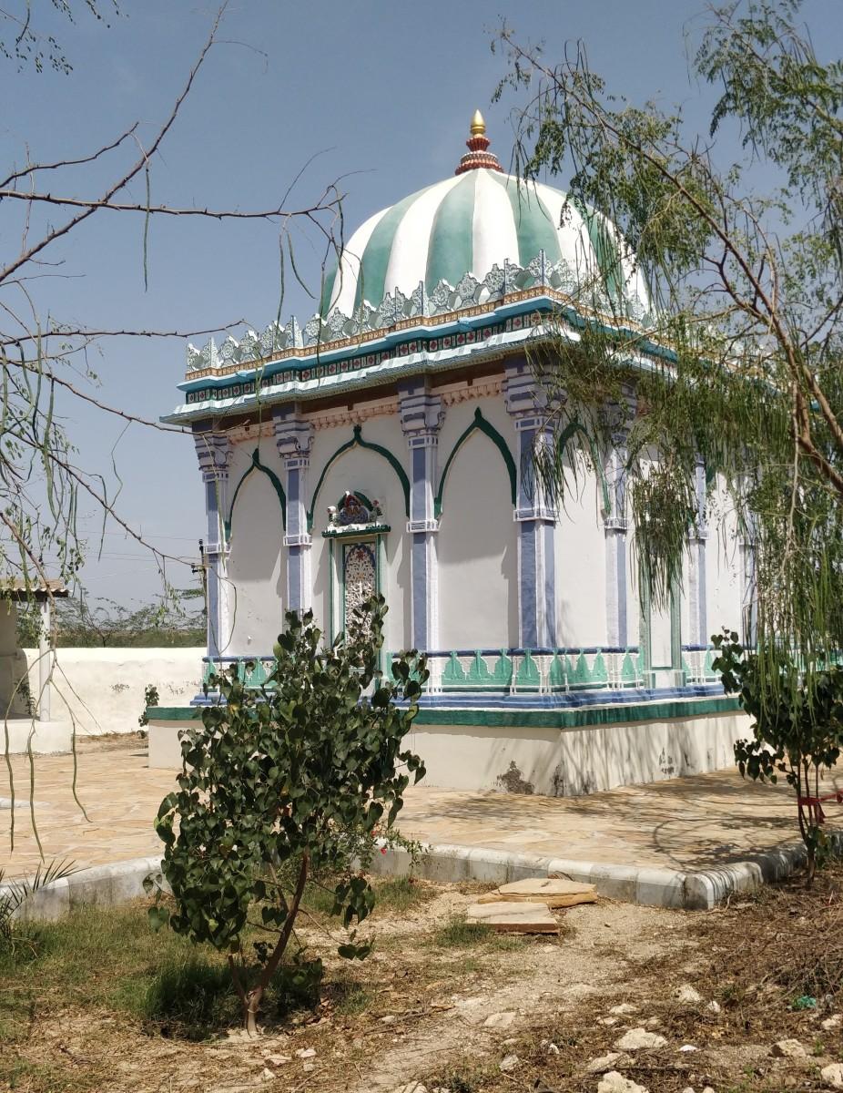 Dargah of Peer Kamal Shah; Lakhpat