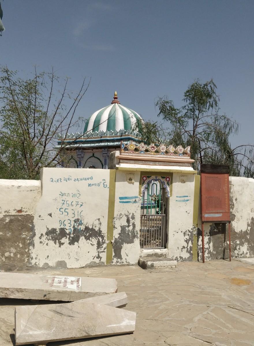 Hajrat Kamal Shah Dargah; Lakhpat
