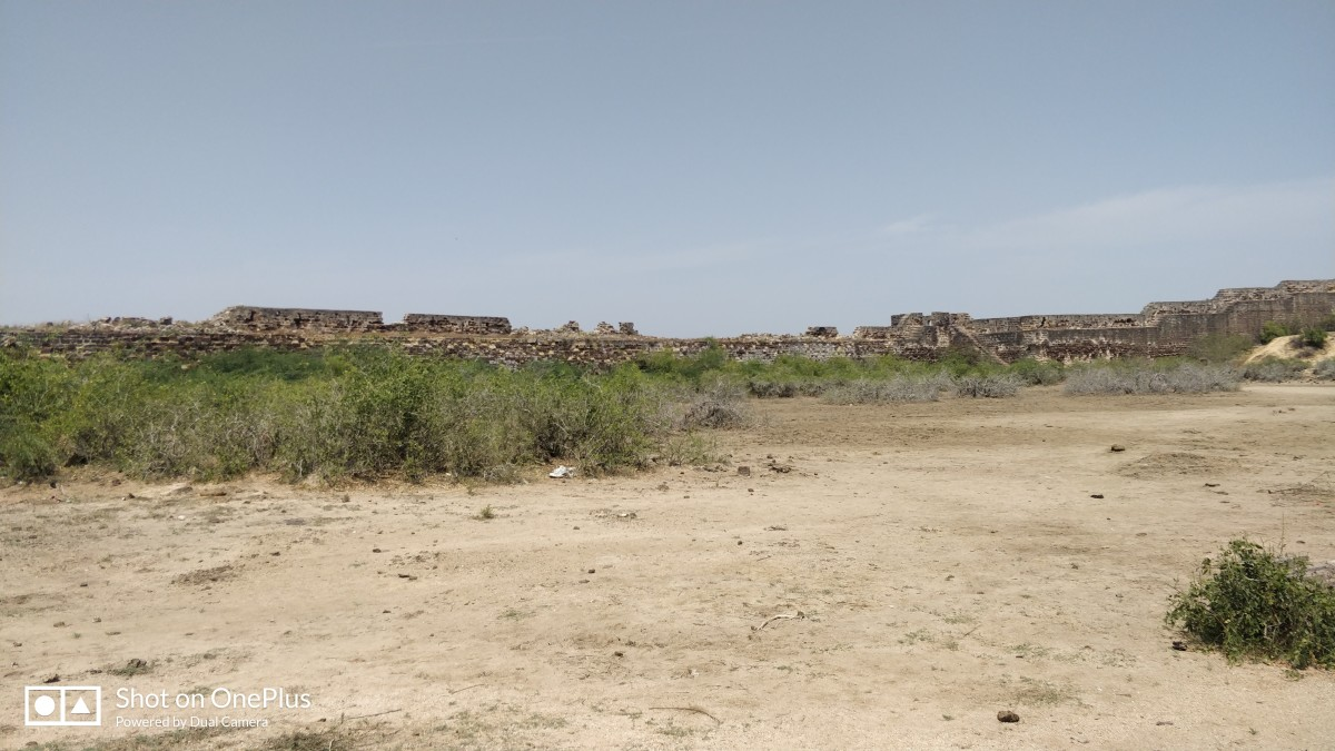 Lakhpat : the fort wall is seen at background
