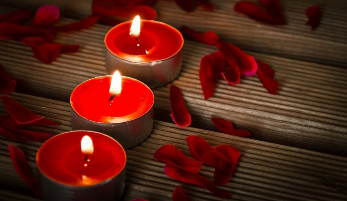 A Complete Guide to the Red Candle Color and Significance