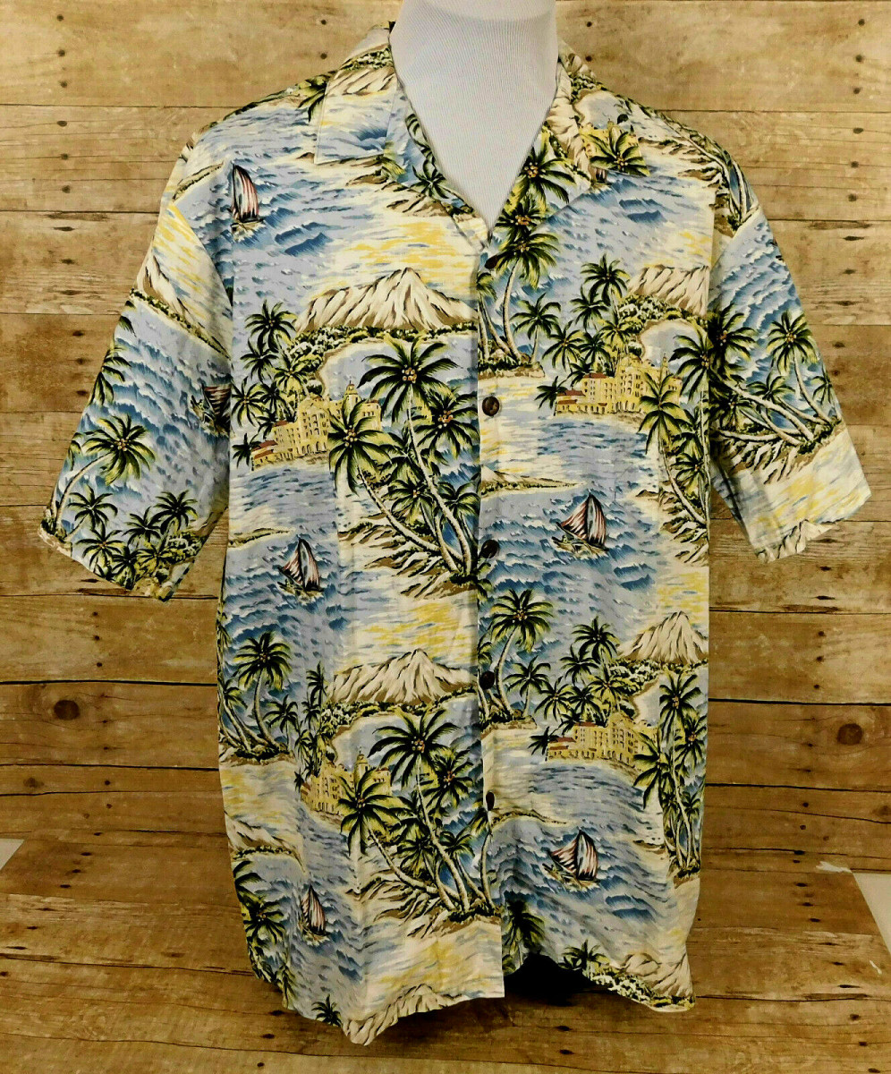 Hilo Hattie Hawaiian Shirt Men's 2XL Short Sleeve Boats Beach Floral. Hand made in Hawaii's, 100% cotton with coconut shell buttons.