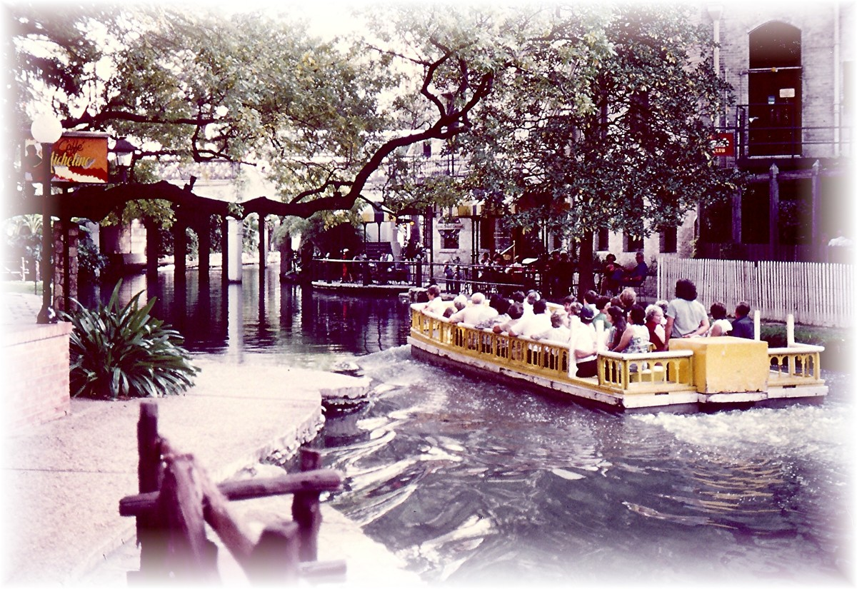 Boatride along San Antonio Riverwalk