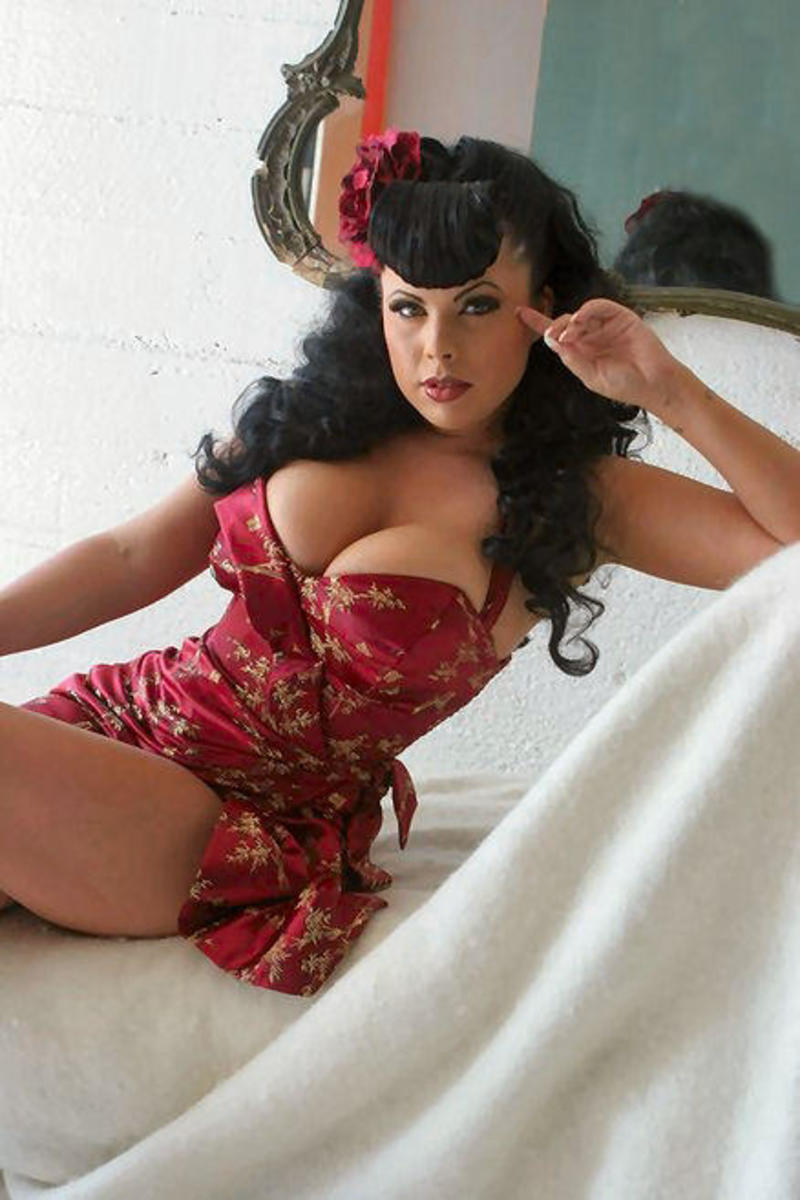Photographing Glamour Girls & Pinups