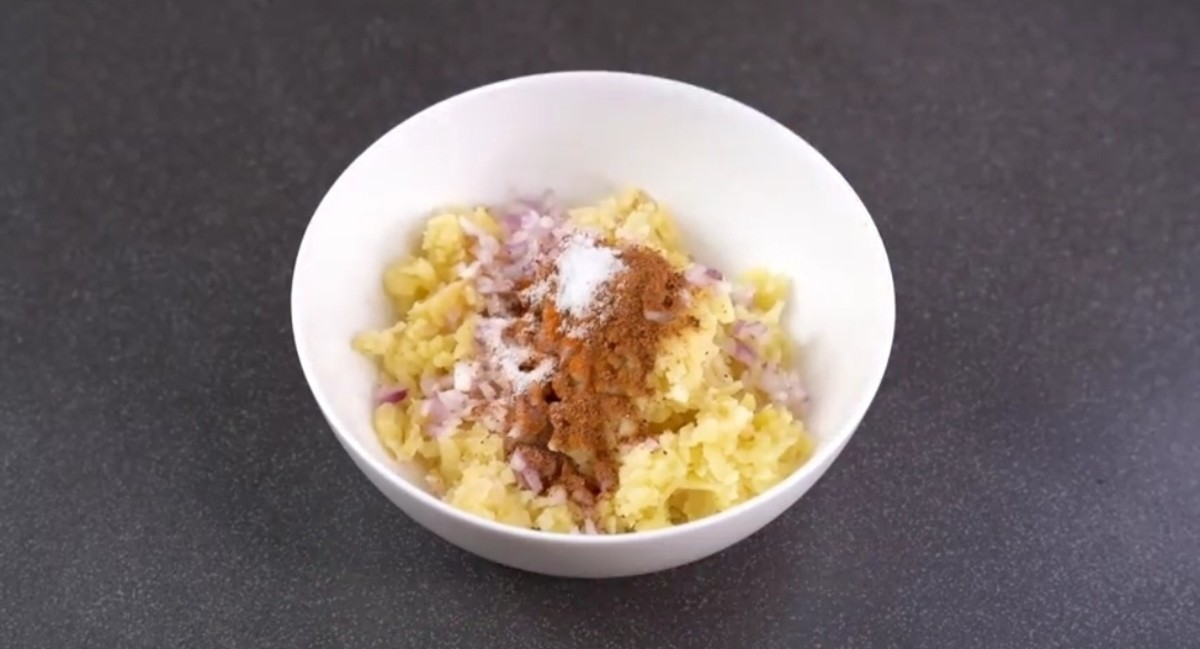 In a bowl add potatoes and all spices and mix well