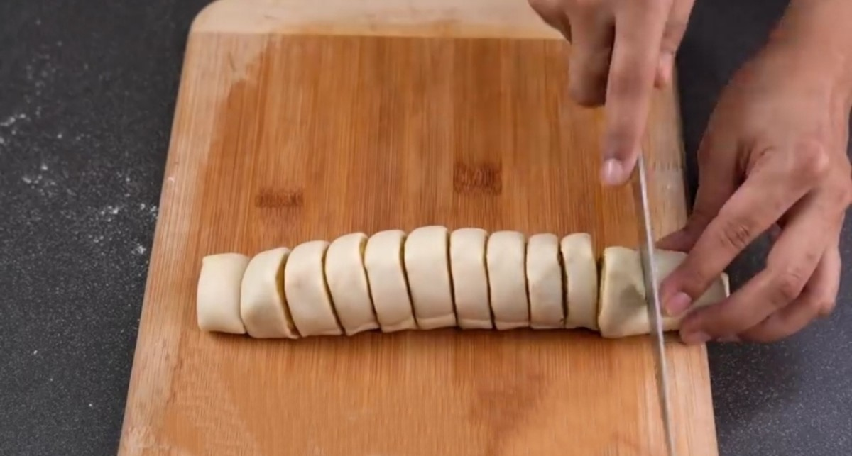 Roll it out into a tube shape tightly and cut about half-inch slices
