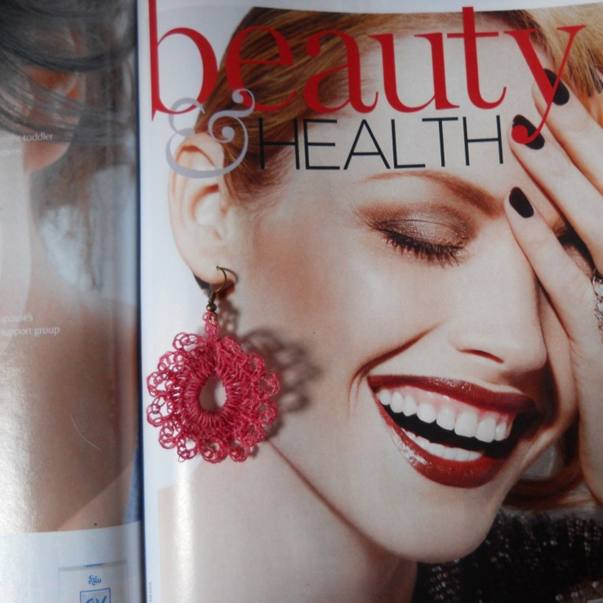 Using a page from a magazine, I found an instant model for my earrings. It really looks lovely.