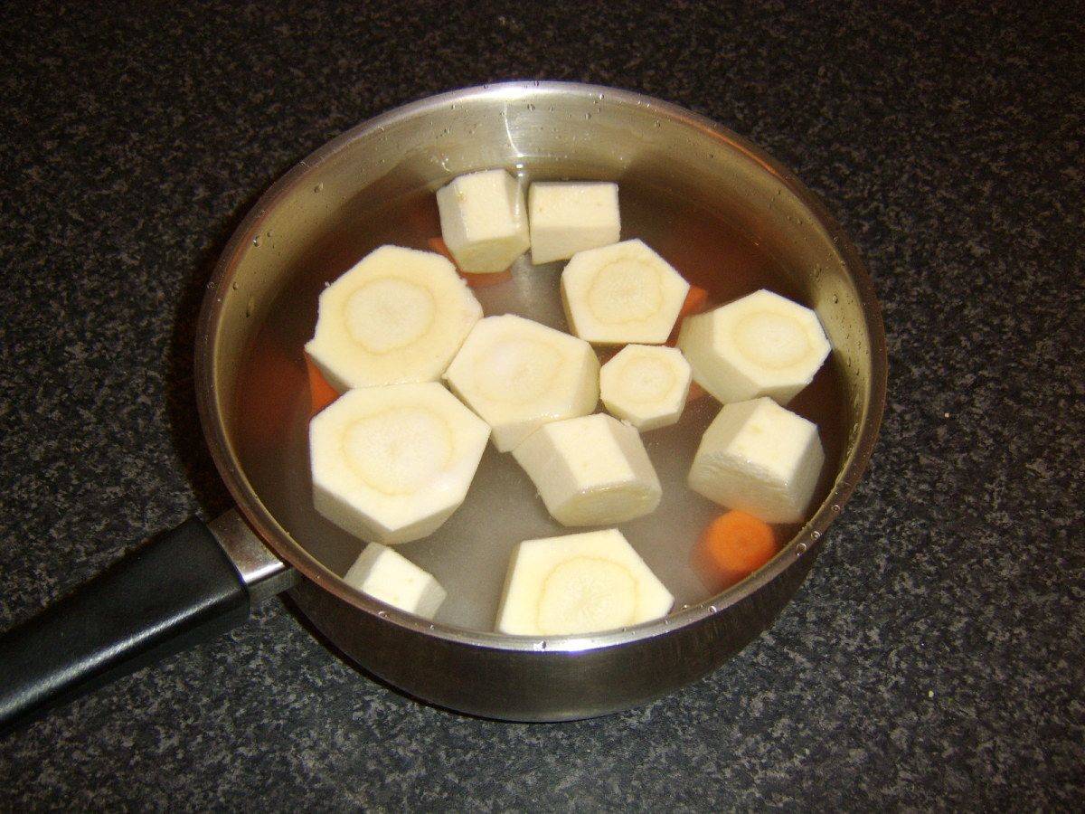 Chopped parsnips and carrots for boiling