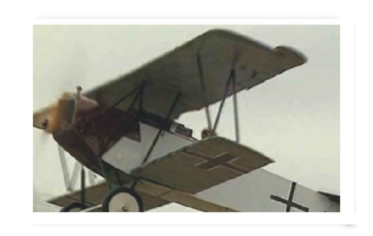 This design was arguably far superior to the earlier Fokker Triplane, especially when combined with an ace at the controls.