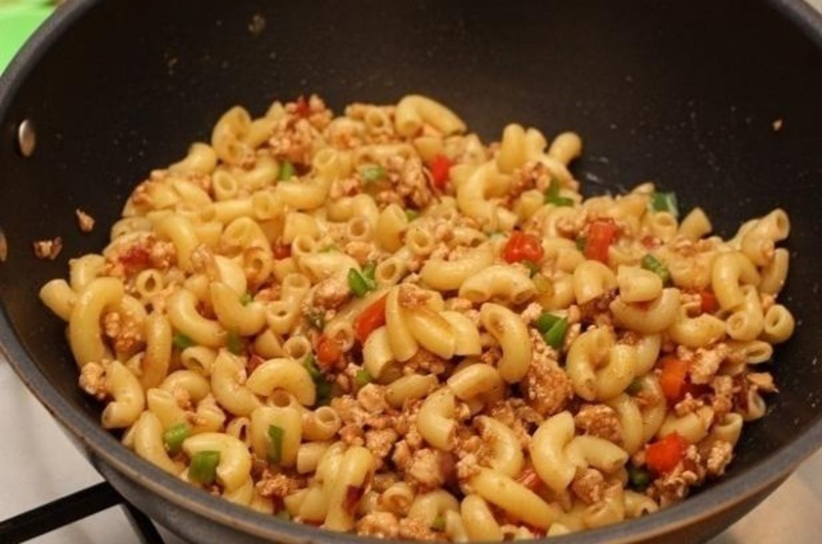 First add chicken in stir fried vegetables, and then add boiled macaroni pasta, mix it well