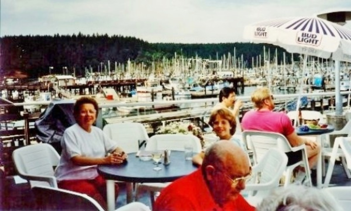 We dine seated outside overlooking Friday Harbor at the Downrigger restaurant.