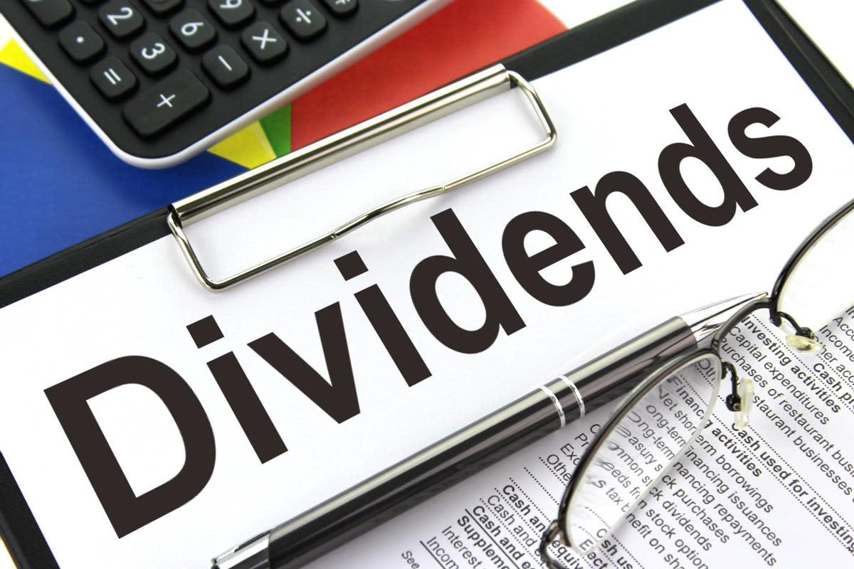 一些企业利用部分利润按月或按季度向股东支付股息。