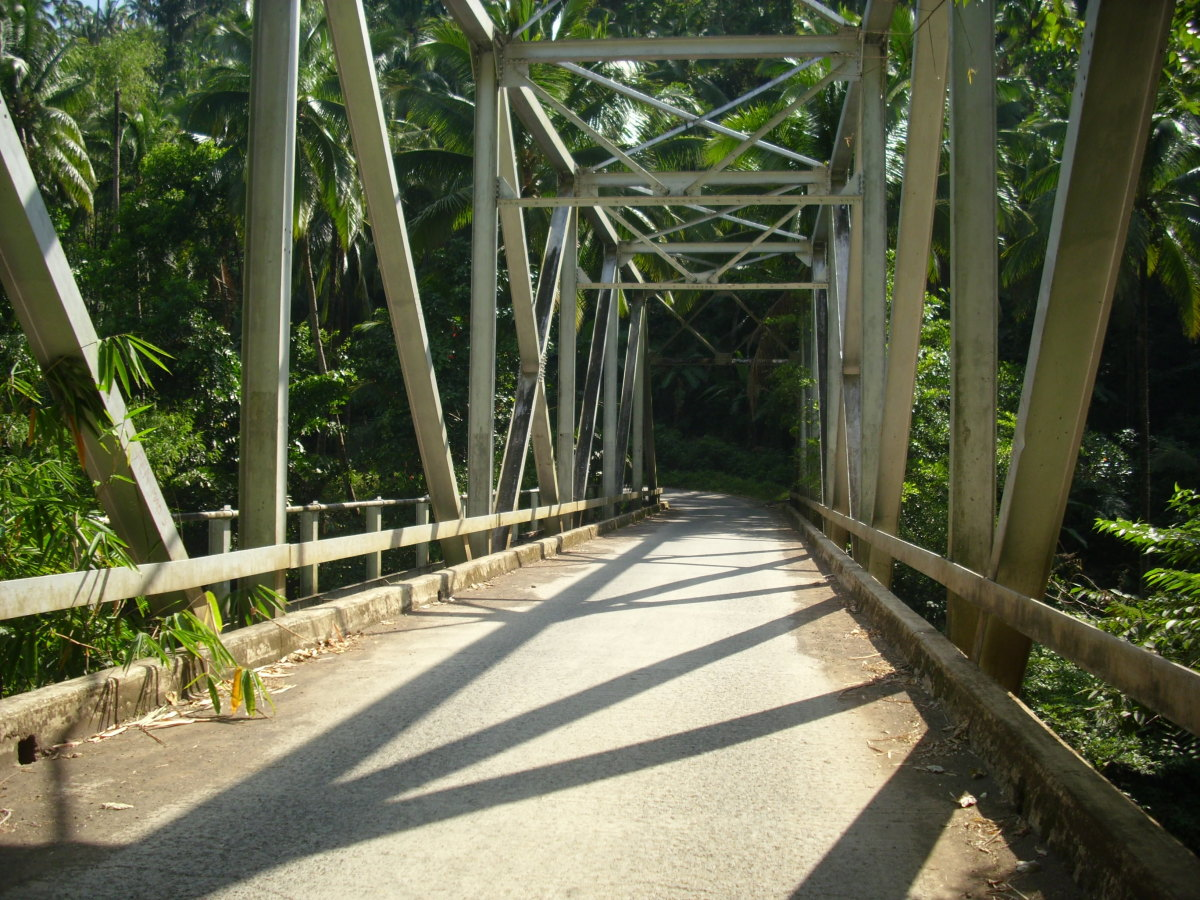 Balanti-an Bridge in Barangay Lawit. It´s before the main entrance of Tiklas Waterfalls.