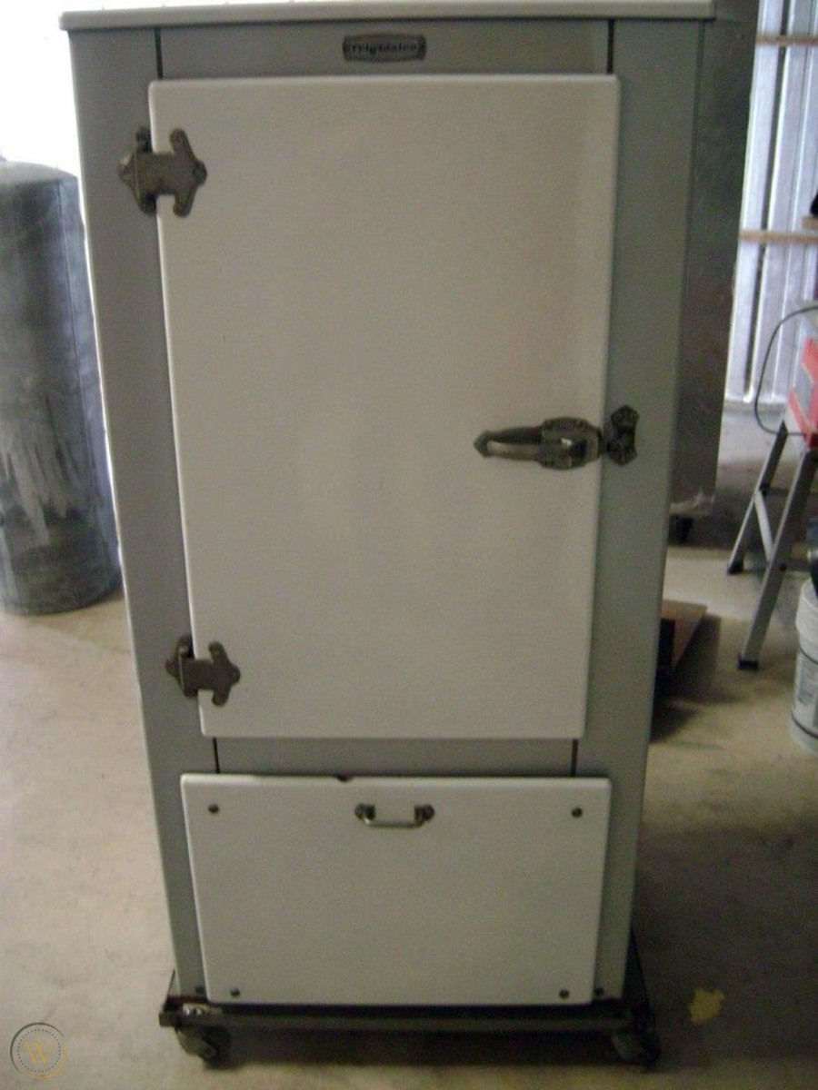 In 1929, over 800,000 refrigerators were sold in the United States.