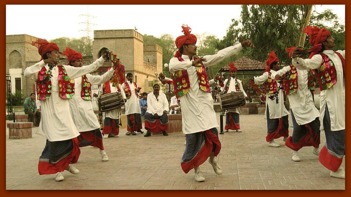 Bangra dancers
