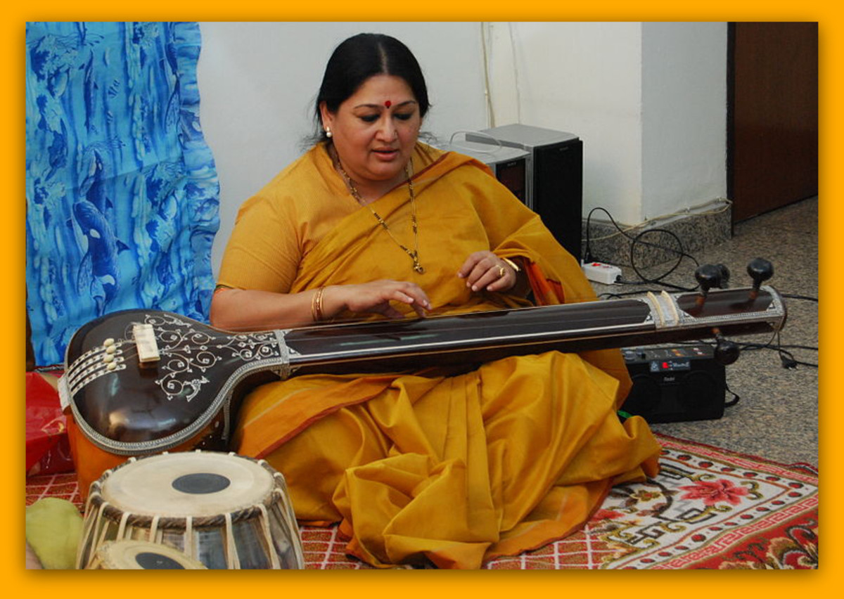 Woman playing the tanpura