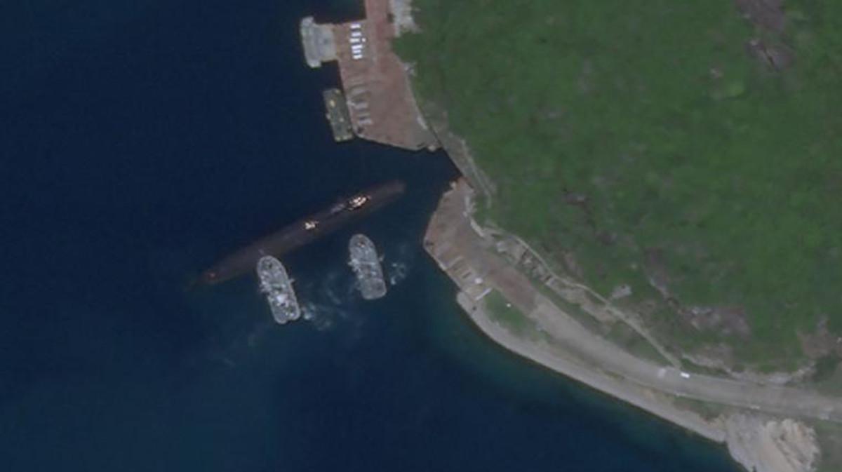 An underground submarine base in Yulin.