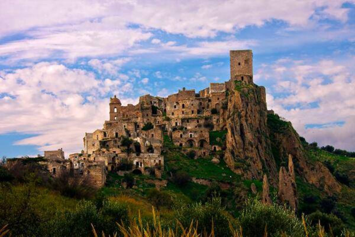 This is an old part of very old town of Matera I am not sure it might be called palazzo Lanfranchi, but it does not matter what is its name, it is still a very old and scenic place in the region of Southern Italy