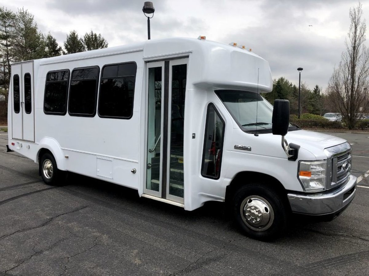 how-to-start-a-tour-bus-business