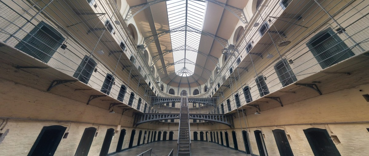 Jail Dublin Hall: Image by jraffin from Pixabay