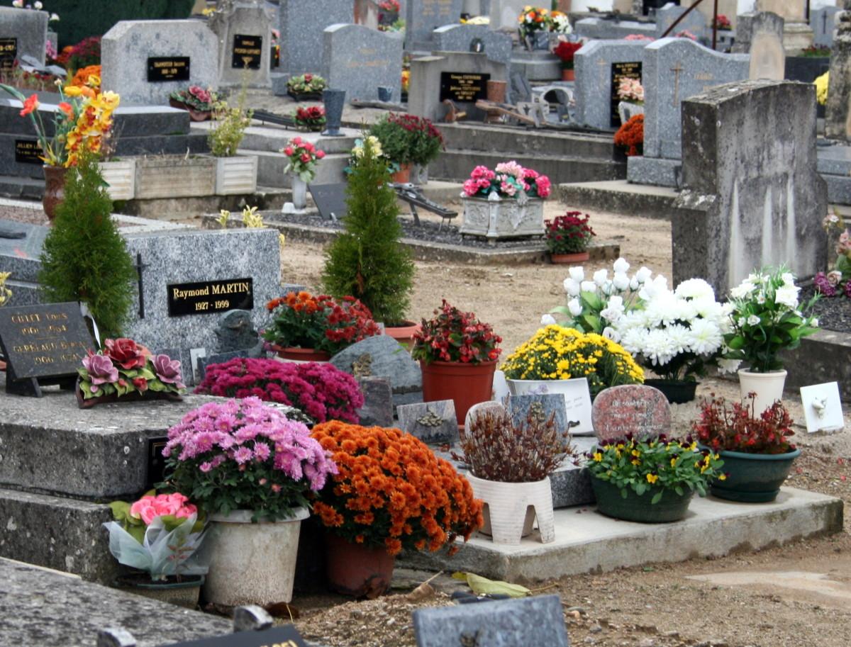 Graveyard in France 1 November 2008