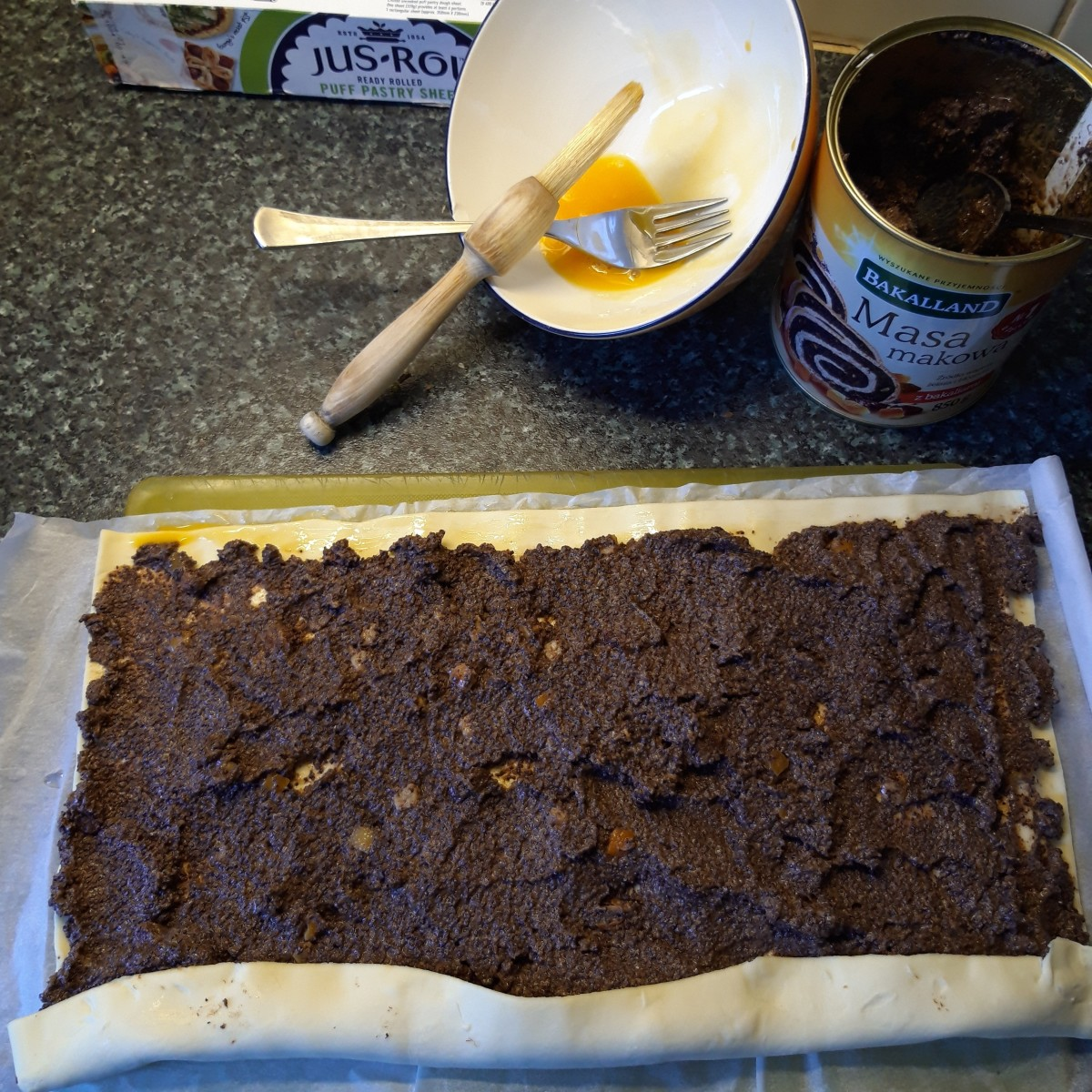 Spread poppy seed paste evenly over pastry