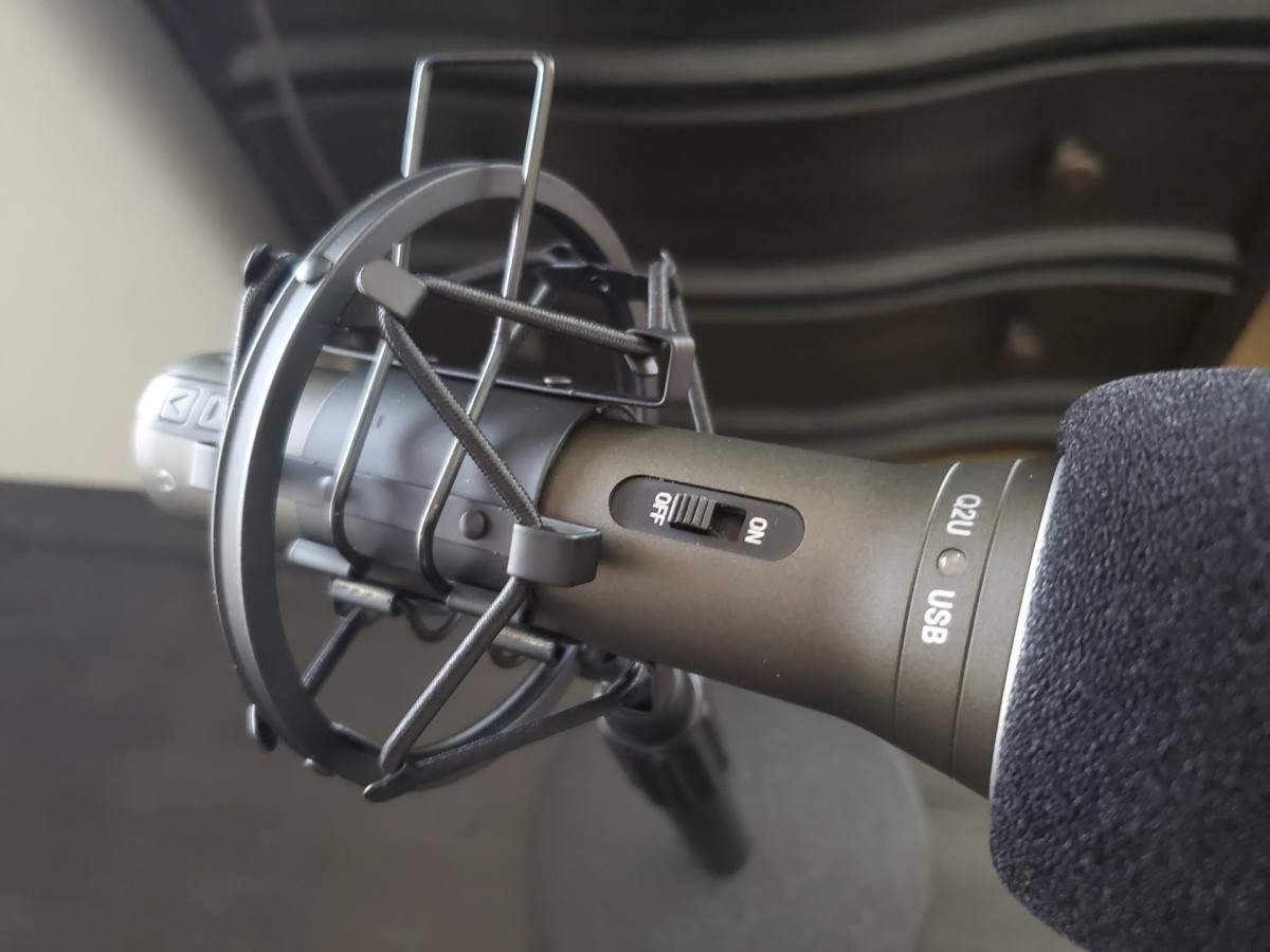 The Knox Microphone Shock Mount works on stands compatible with Audio-Technica ATR2100-USB and Samson Q2U microphones