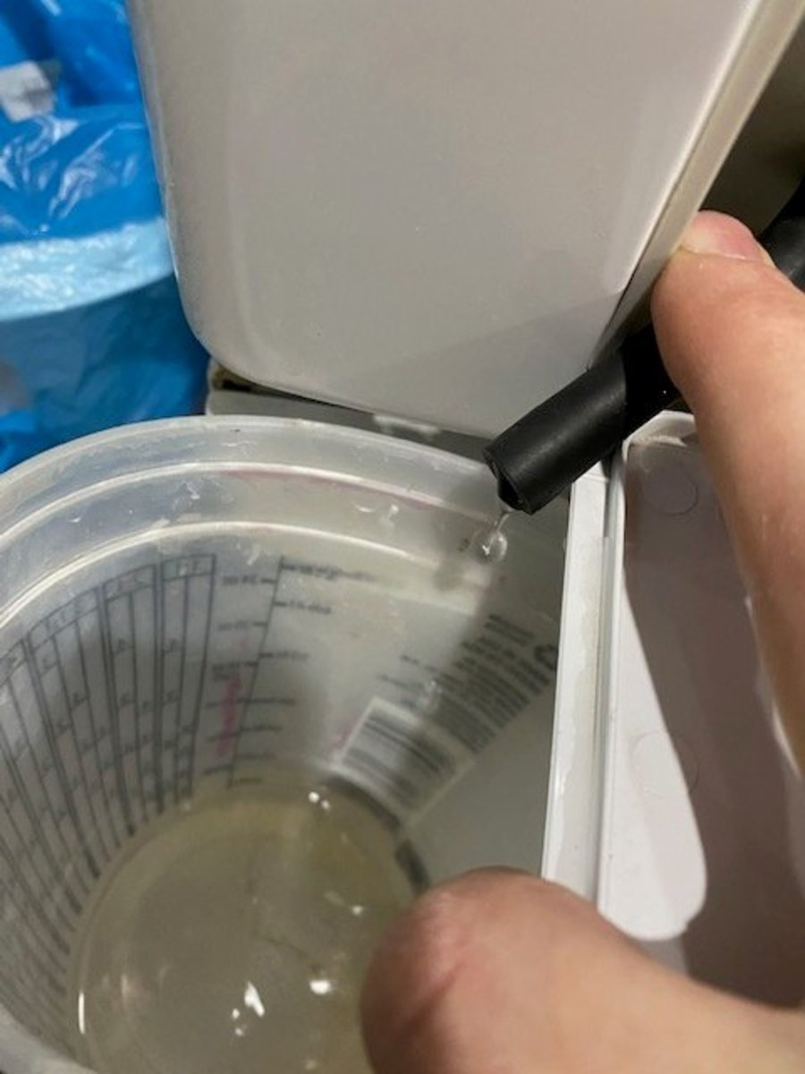 Draining the filter after the plug has been removed