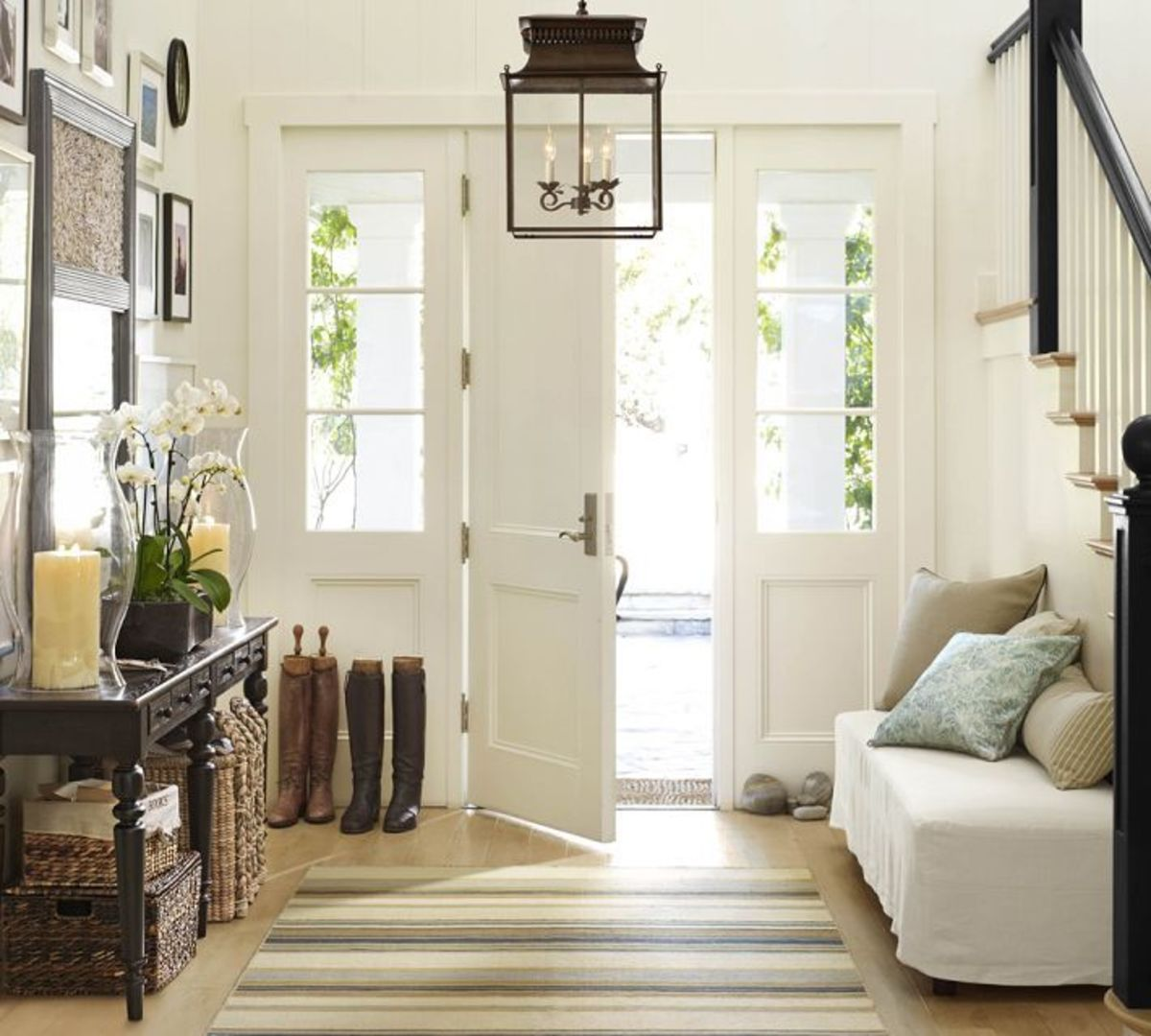 An effective entryway design combines comfort, utility, and style to create an inviting atmosphere.