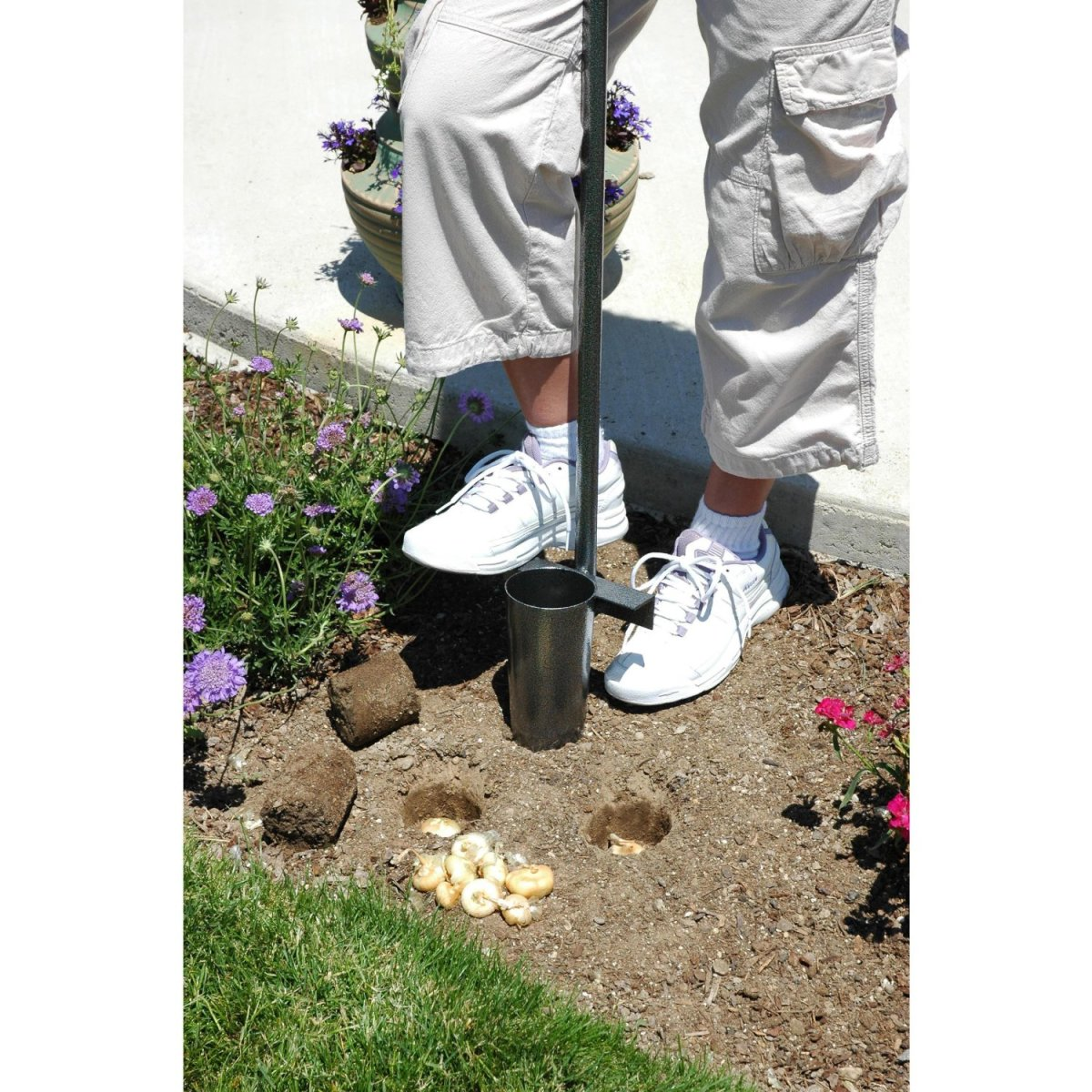 Make planting bulbs easy with the Yard Butler BPL 6 foot Bulb Planter available from Amazon.