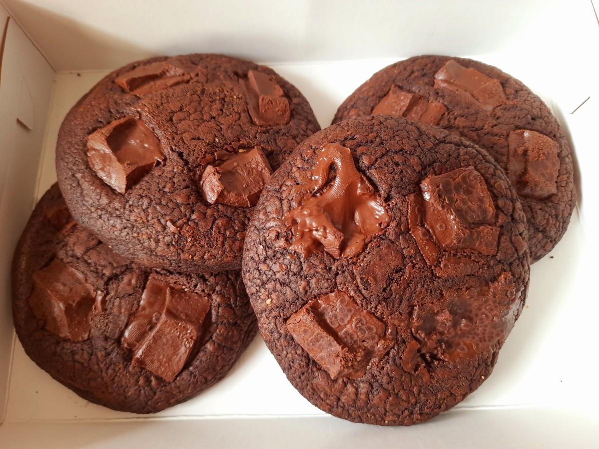 Homemade chocolate chunks cookies
