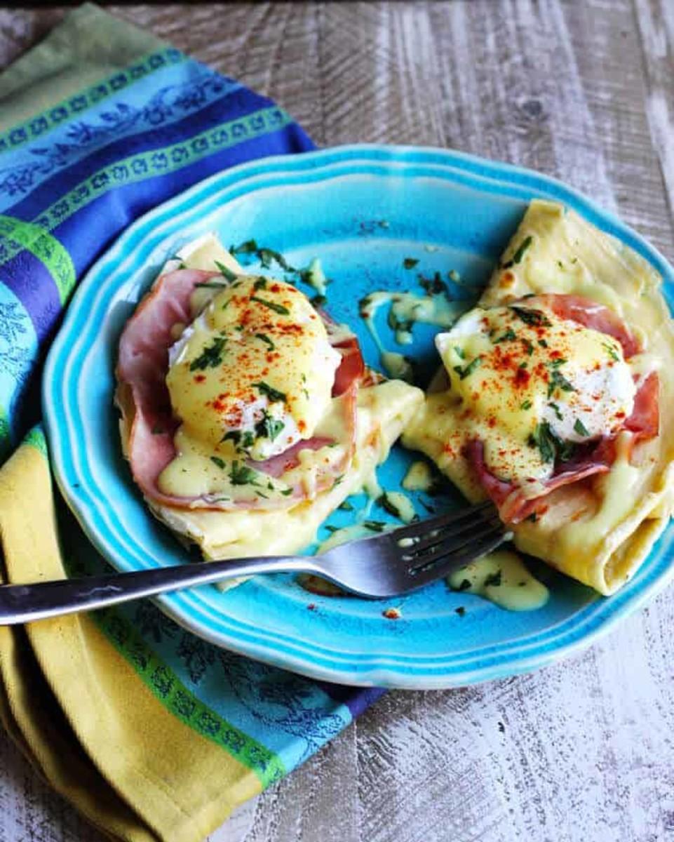 Easy crêpes eggs Benedict
